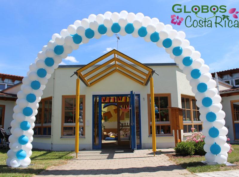 Arco de Globos Celeste y Blanco para Fiesta de Niños en Pavas.