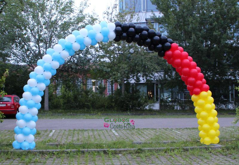 Arco de Globos con colores de la bandera de Alemania y Argentina en Rohrmoser.