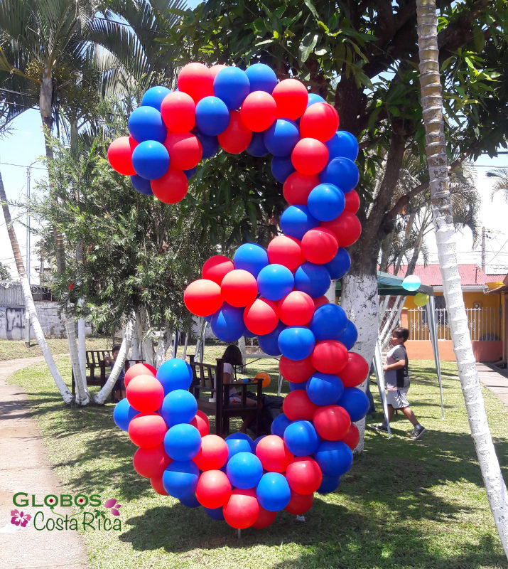 Ballon Zahl 3 als Geburtstagsgeschenk für den Garten mit dem Thema Superheld in Belén Costa Rica.