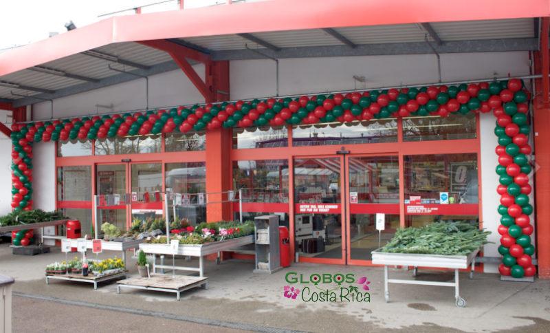 Ballongirlande zur Neueröffnung eines Baumarktes in San José Costa Rica.