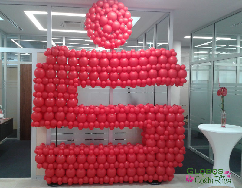 Balloon decoration for a corporative bank client in Belén.
