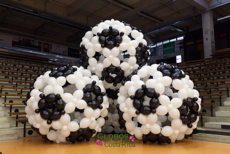 Giant balloon soccer decoration for a corporate event in Cartago.