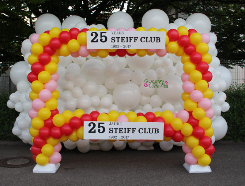 Balloon photo frame and balloon wall for the Steiff familiy party 2017 in Germany.