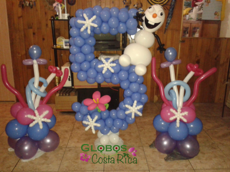 Balloon table number 5 for a birthday children party in Escazú.