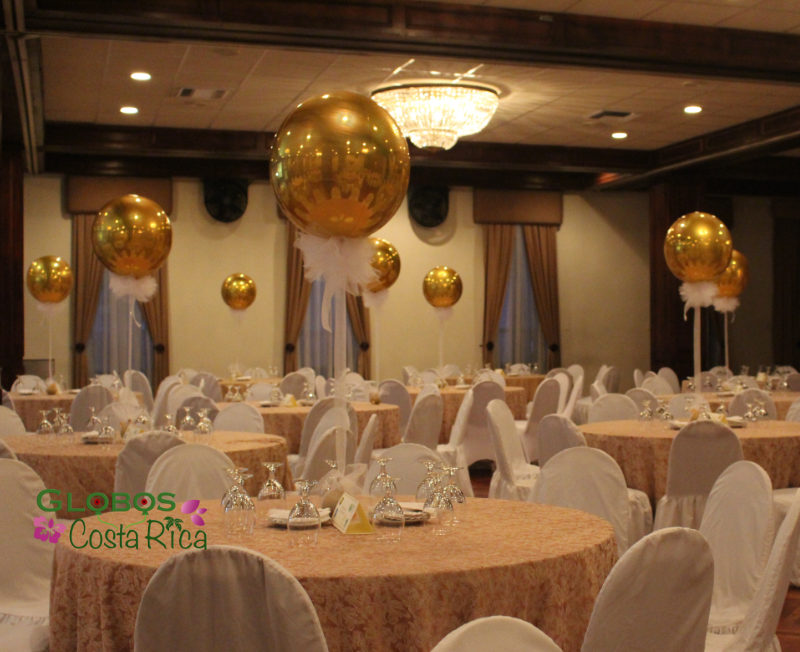 Globos Dorados Elegantes con helio para un Evento Corporativo en Club Unión en San José.