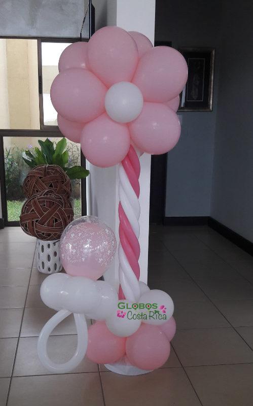 Columna de Globos con forma de Flor y chupeta para Baby Shower en Ciudad Colón.
