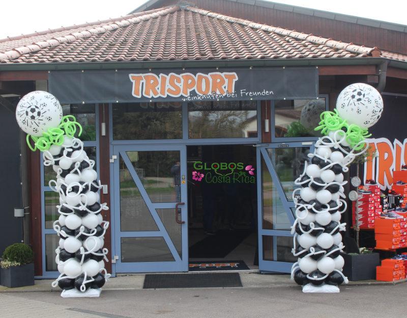 Columnas de Globos no tradicionales con temática de Fútbol para tienda de deportes en Zapote.