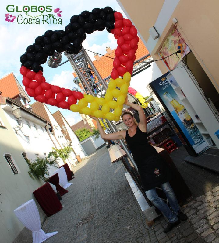 Corazón de Globos grande con colores de Alemania en Dominical.