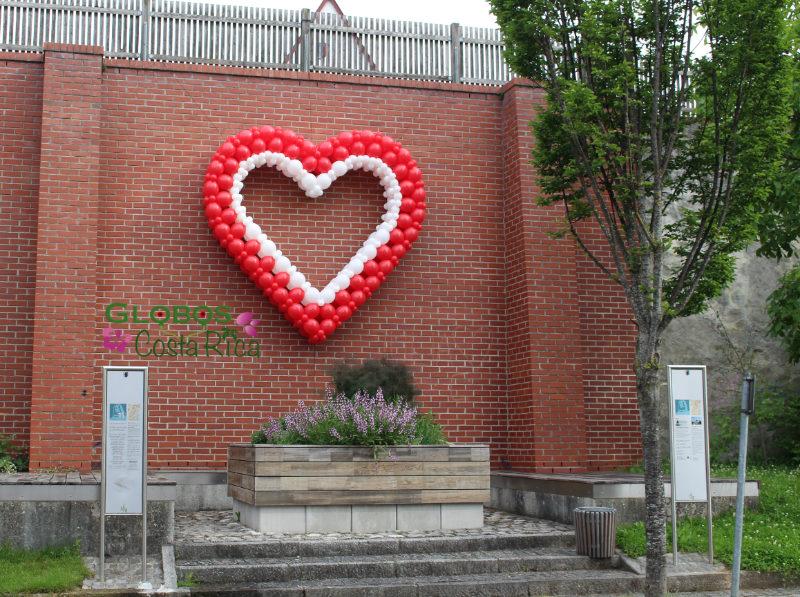 Corazón de Globos grande para San Valentín en Santa Ana.