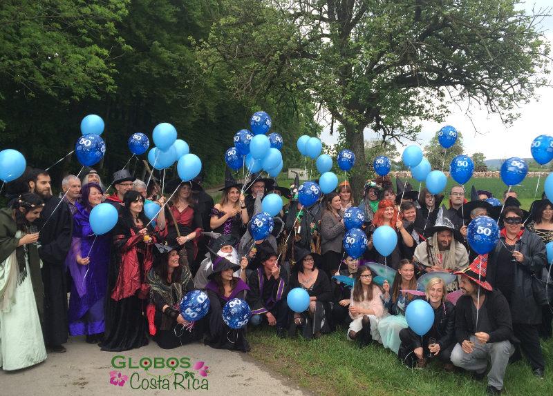 Massenaufstieg von Helium Ballons für einen 50. Geburtstag in Maynard Costa Rica.
