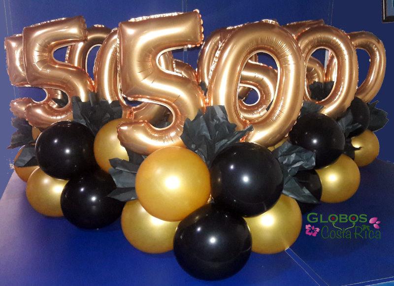 Centros de Mesa con números 50 metálicos para una fiesta de cumpleaños en Escazú.