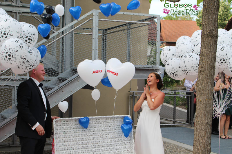 Blue and white helium balloon hearts and soccer balloons for a wedding in Golfito.